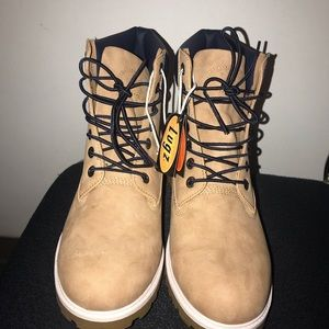 NWT Lugz boots size 10.5